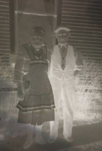 No Photo? No Problem! Scan Your Photo Negatives And Bring The Past To Life! – Treasure Chest Thursday No Photo? No Problem! Scan Your Photo Negatives And Bring The Past To Life! Old Pictures, Old Photos, Photo Repair, Foto Fun, Photo Negative, Photo Scan, Photo Restoration, Family Roots, Family Genealogy