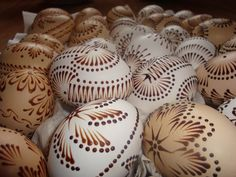 DSC04957 Shell Decorations, Christmas Decorations, Christmas Ornaments, Easter Egg Pattern, Diy And Crafts, Arts And Crafts, Egg Tree, Easter Egg Designs, Egg Decorating