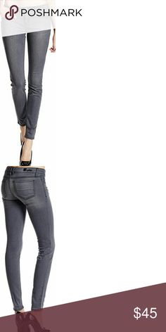 Like new KUT from the Kloth VIV skinny jeans New KUT from the Kloth VIV jeans. Worn one time before loosing weight. My loss is your gain with these beautiful gray wash skinnys. Extremely comfortable and flattering with just the right amount of stretch. From smoke free puppy loving home. Kut from the Kloth Jeans Skinny