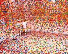 Colours, dots and space - Yayoi Kusama
