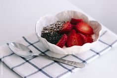 "SEMENTINA yogurt with strawberries, chia and sesame by ""Glimmer le blonde"" blog"