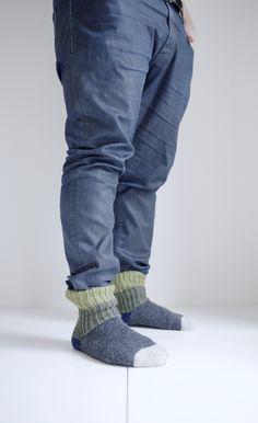 5 vinkkiä aloittelevalle neulojalle / villasukka vinkki perussukka My Socks, Pants, Fashion, Trouser Pants, Moda, Fashion Styles, Women's Pants, Women Pants, Fashion Illustrations
