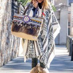 SHOPING-BAG-BOHO-CHIC-BOLSO-Shoping bag, boho, chic, fabricado en piel, plumas y apliacaciones tutchi diseñado por yolanda f aguilera hippie, bohemian bag, bolso hippie gypsy.  Complementos, fabricado en España #loliteandoBOHEMIAN-BAG-HIPPIE-GYPSY-INDI-BOLSOS
