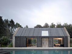 casa em ripas de madeira - stylish detailing (masonry end walls, siding/roofing & bath window) +++++