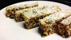 Diese Paleo Müsli Riegel sind der perfekte Snack für unterwegs. Garantiert ohne Getreide, Zucker oder sonstigen künstlichen Zusatzstoffe.