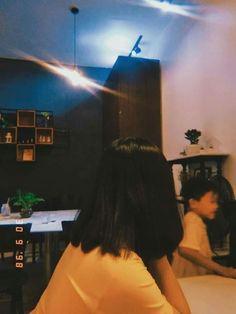 Simple haircut for this week - ChicLadies. Ulzzang Short Hair, Ulzzang Korean Girl, Cute Korean Girl, Teen Girl Photography, Tumblr Photography, Cool Girl Pictures, Girl Photos, Ft Tumblr, Shadow Photos