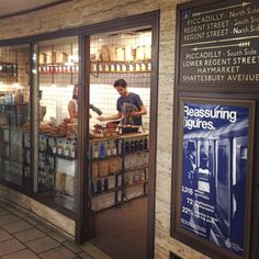 Piccadilly Grind coffeeshop in Piccadilly Circus tube station | Rob Bentley