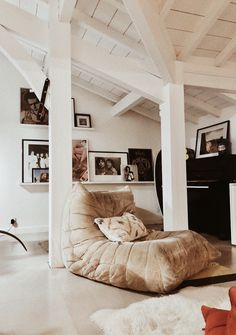 Cream Togo sofa in a cosy and beach house living room. Villa Landifornia in France Living Room Sofa, Home Living Room, Florida Apartments, Bedroom Furniture, Furniture Chairs, Lets Stay Home, Vogue Living, Winter House, Contemporary Decor