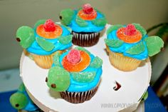 Finding Nemo | C'mon Get Crafty - Super cute turtle cupcakes, and so much more.