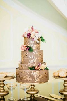metallic-wedding-cake | Hizon's Catering