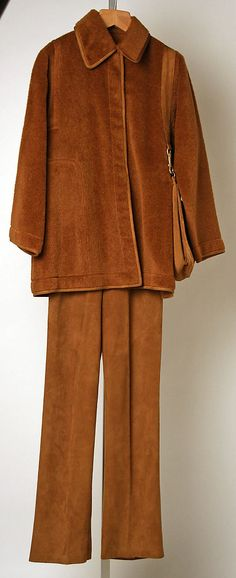 Brown pantsuit (alpaca jacket with suede pants and handbag), by Bonnie Cashin, American, fall/winter… - Discover Vintage Clothing & Accessories from Vintage Fashion Specialists Collectif & Be Inspired By All Things Vintage! 50 Fashion, Fashion History, American Fashion, 1970s Clothing, Vintage Clothing, Vintage Outfits, Vintage Fashion, Bonnie Cashin, We Wear