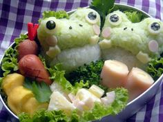 Frog bento...use mashed peas to color the rice.