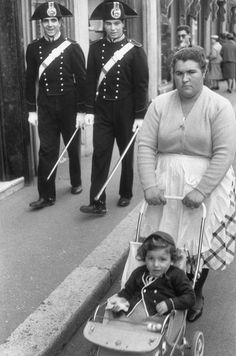 Italian Vintage Photographs ~ Rome 1959. Henri Cartier-Bresson police are photo bombing this photo.