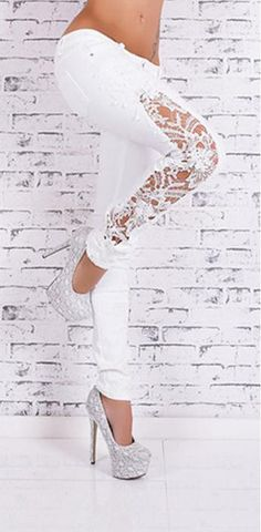 Wearing stylish pants,you are charming queen.Lace always give others an elegant feeling,this jean have lace patchwork on its side,which add a uniquely feminine touch to you.You can wear at you free ti