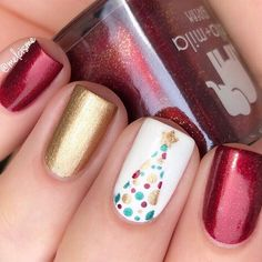 Square nail art design is one of the classics of the nail industry. After many years, the trend of square nail art design has not changed at all. Square nail art design can be used in any occasion and is called attractive nail shape. Christmas Tree Nail Art, Christmas Nail Art Designs, Holiday Nails, Christmas Design, Christmas Wreaths, Nail Art Noel, Nail Art Diy, Diy Nails, Diy Christmas Nails Easy