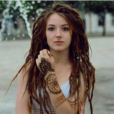 ♥ The most well-known hair add-ons with regard to spring season Hippie Dreads, Dreadlocks Girl, Hippie Hair, Women With Dreadlocks, Dreadlock Extensions, Dreadlock Styles, Dreads Styles, Hair Extensions, Dreadlock Hairstyles