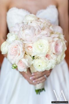 Love this #peonie and #rose #bouquet! #wedding #inspiration #ideas