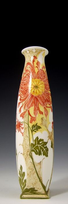 Rozenburg, Den Haag, Sam Schellink, 1906: A small eggshell porcelain vase decorated with spider chrysanthemums. Rare model 270, of which only 22 pieces were produced.