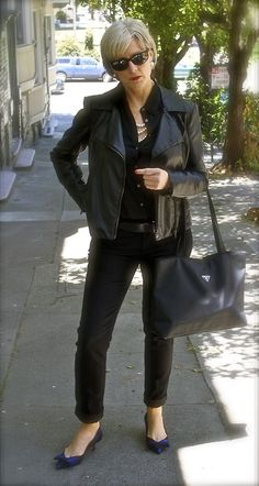parisian chic..black on clack with pearls..yes please :)