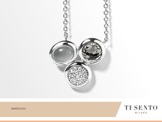 A shimmery effect added to the dark stones makes sure you have the perfect combined necklace.