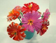 Des fleurs avec des gobelets jetables
