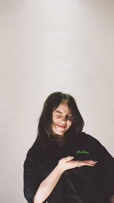 Billie Eilish, Hollywood Celebrities, Aesthetic Pictures, Me As A Girlfriend, My Idol, Queen, Celebs, Singer, People