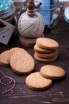 Biscotti alla cannella: profumati e fragranti, perfetti per una colazione diversa dal solito.  Cinnamon cookies