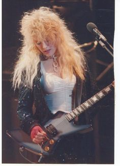Heart's Nancy Wilson, That hair! Female Guitarist, Female Singers, Nancy Wilson Heart, Wilson Sisters, Heavy Metal Girl, Women Of Rock, Guitar Girl, Music Icon, Art Music