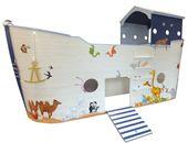 Halbhohes Kinderbett für Kapitäne mit Schatzkiste und viel Meer