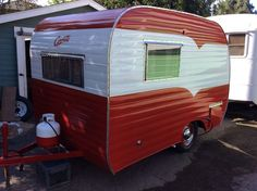 Vintage Camper Trailers For Sale. If you are looking to buy a vintage trailer, RV or tow vehicle you have found the right place! Camper Trailer For Sale, Small Trailer, Vintage Campers Trailers, Vintage Caravans, Diy Camper, Trailers For Sale, Camper Trailers, Camper Ideas, Vintage Motorhome