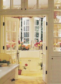 Bel Air kitchen of Donna Kaplan by Lyn Von Kersting. Published: Country French Decorating by Better Homes & Gardens Spring Summer 2006