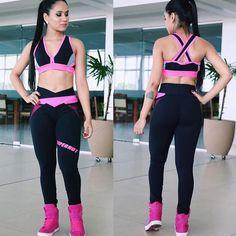 Legging Superhot Clash.  Um arraso.  Para quem já conhece sabe da qualidade e beleza. Para quem ainda não conhece as leggings Superhot possuem tecido com alta tecnologia característica anti-peeling tecido sedoso. Uma das poucas do mercado que não fica caindo durante o treino. Só vestindo para se apaixonar de vez   Vem curtir o verão pagando menos.  ______________________________________________________ Nossos canais de compra: .  http://ift.tt/1PcILpP Whatsapp: 41 99144-4587  Loja virtual no…