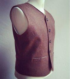 feine_schnitte_berlin Worker's Vest. 100% pure wool tweed. 1930s style. #gentleman #gentlemen #1930s #1920s #1940s #tweed #wool #purewool #classystyle #classy #vintagefashion #vintage #vintagestyle