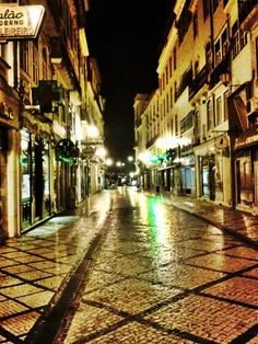 Beautiful Coimbra city at night.. These lights reflections make it even more charming! Truly special place  #Portugal
