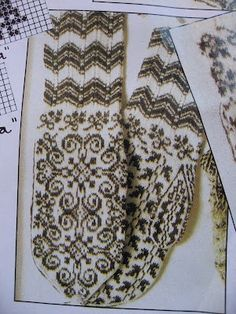 mittens Selbuvotter from Norway Crochet Mittens, Mittens Pattern, Knitted Gloves, Knit Crochet, Knitting Charts, Knitting Socks, Hand Knitting, Knitting Patterns, Norwegian Knitting
