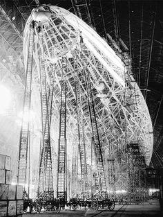 VINTAGE-PHOTOGRAPHY-USS-MACON-AIRSHIP-ZEPPELIN-CONSTRUCTION-POSTER-PRINT-BB7743B