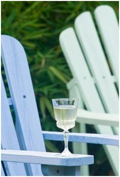 Free Adirondack Chair and Adirondack Style Furniture Project Plans - Choose from dozens of great designs and make your own, easy-to-build Adirondack style furnishings for your porch, patio, deck or yard.