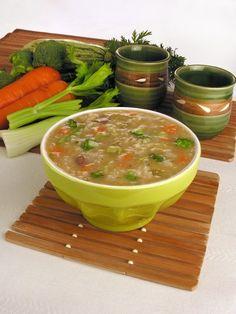 Tempo: 50minRendimento: 8Dificuldade: fácil Ingredientes: 3 colheres (sopa) de óleo 1 cebola picada 1 dente de alho picado 400g de carne em cubos (patinho ou coxão mole) 1 cenoura em cubos 2 talos de salsão picados 2 cubos de caldo de carne 15 xícaras (chá) de água 2 xícaras (chá) de arroz tipo tailandês 1 […]