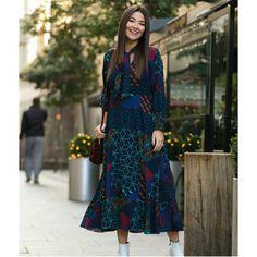 Yaka Detay İçi Astarlı Şifon Elbise