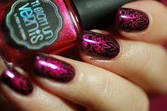 http://dorothynailassay.com/  Nail Art Baroque Il Etait Un Vernis stamping aec Pueen Black Jack