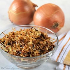 These easy, crispy onions are a snap to make in the microwave. They're a tasty, healthier option for topping green bean casserole. Try them sprinkled over roasted veggies or on sandwiches for some added crunch and flavor. Onion Recipes, Veggie Recipes, Chicken Recipes, Veggie Food, Rice Recipes, Dehydrated Chicken, Dehydrated Onions, Crispy Onions, Fried Onions
