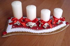 adventný medovníkovy venček s postupkou Sugar Art, Pillar Candles, Advent, Gingerbread, Crafts For Kids, Merry Christmas, Cakes, Food, Decor