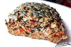 Italienisches Low Carb Brot 100% Geschmack, aber kaum Kohlenhydrate! Frisch gebackenes Brot mit frischen Kräutern, Oliven und getrockneten Tomaten. Das ideale Brot für Low Carb'ler!