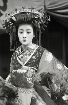 Tayuu 太夫 - Japan - circa 1910
