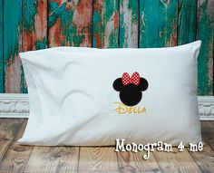Minnie Mouse autograph Pillowcase, Mouse Autograph Pillow, Character Pillow, Birthday Gift, Trip to Disney World Pillow Disney World Trip, Disney Vacations, Arts And Crafts, Diy Crafts, Disney Christmas, Disney Art, Getting Organized, Stuff To Do, Minnie Mouse
