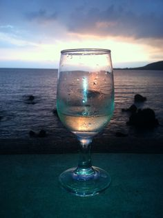 WINESET at Kealakekua Bay Kealakekua Bay, Bali House, White Wine, Hawaii, Glass, Drinkware, Glas