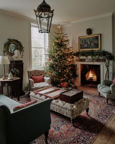26 Rustic DIY Christmas Ornaments to Create an Ambiance of Warmth - The Trending House Christmas Interiors, Christmas Living Rooms, Christmas Room, Country Christmas, Father Christmas, Christmas Lounge, Cottage Christmas, Antique Christmas, Christmas Holidays