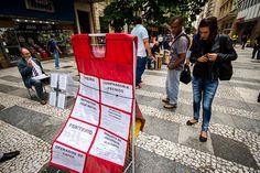 Com maior procura de emprego e fechamento de vagas, a taxa de desemprego do Brasil voltou a subir no mês passado e encostou em 8 por cento, maior patamar para outubro em oito anos, ao mesmo tempo em que a renda recuou em meio ao cenário recessivo e inflação elevada.