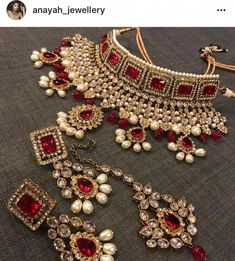 Fulfill a Wedding Tradition with Estate Bridal Jewelry Pakistani Bridal Jewelry, Bollywood Jewelry, Indian Wedding Jewelry, Wedding Jewelry Sets, Bridal Jewellery Inspiration, Indian Jewelry Sets, India Jewelry, Gold Earrings Designs, Expensive Jewelry