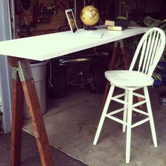 thrifty desk for college students